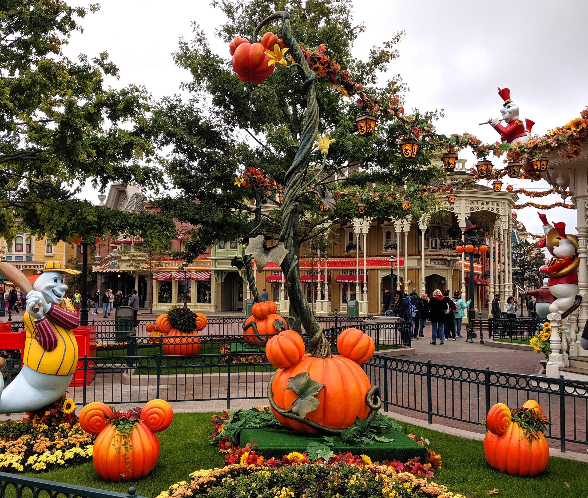 Halloween at Disneyland Paris Oktoberdots