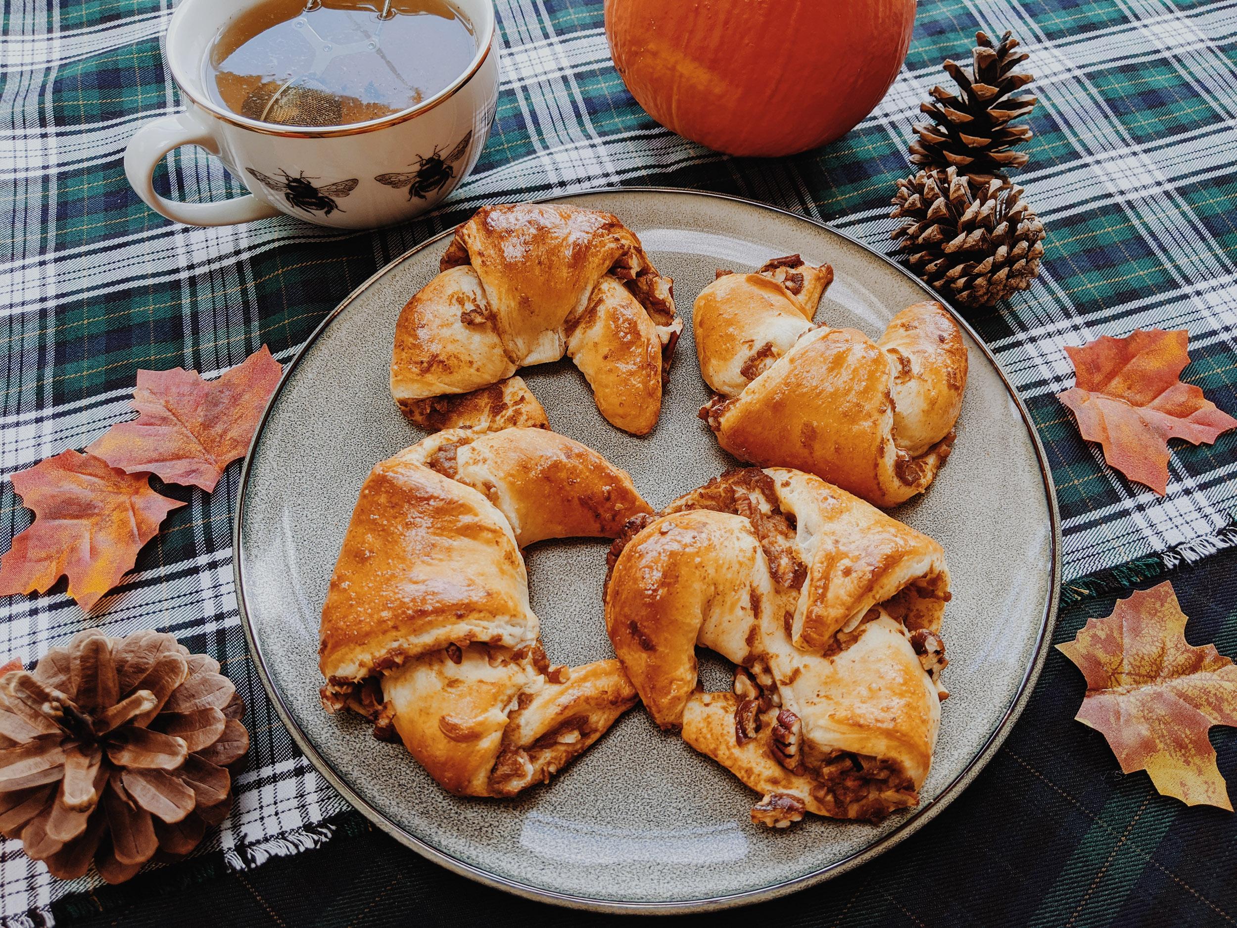 Oktoberdots croissants met pompoen en pecannoten
